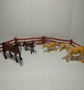 Лошади с забором