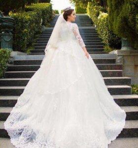 Шикарное свадебное платье.!)