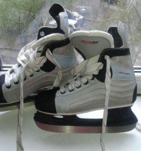 Хоккейные коньки, р-р 35