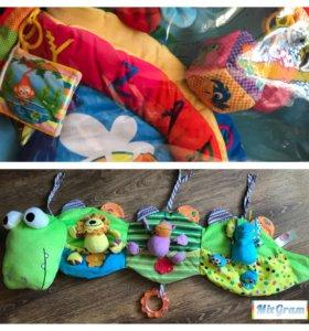 Развивающий коврик+игрушка на кровать