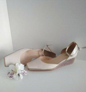 Туфли кожа новые 39 размер торг