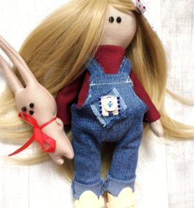 Куколка в комбинезоне