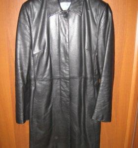 Утепленное кожаное пальто из Италии