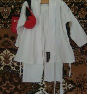 Кимоно для карате и перчатки