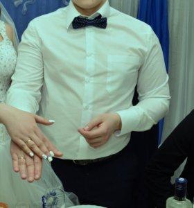 Красивый костюм. +Рубашка и бабочка