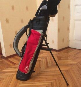 Комплект клюшек для гольфа.