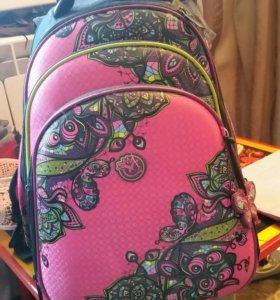 Ранец для первоклашек . Для девочки.