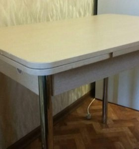 Почти новый раскладной кухонный стол
