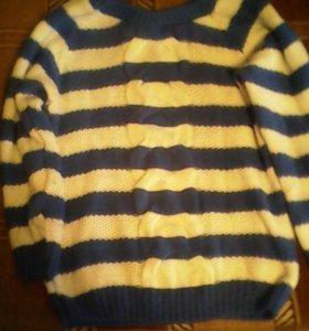 Свитер в бело-голубую полоску