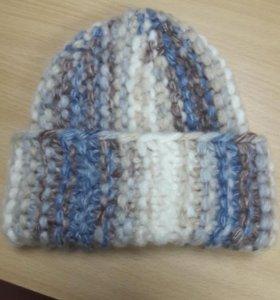 Новая,очень теплая женская шапочка,из толстой пряж