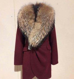 Женское зимнее пальто с мехом.