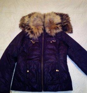 Куртка с капюшоном из натурального меха.Капюшон тр