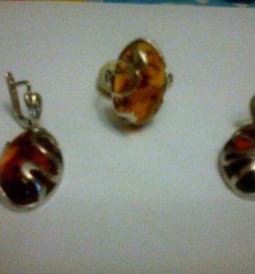 Серебряный комплект серьги и кольцо. Камень Янтарь