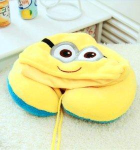 Дорожная подушка с капюшоном Миньон