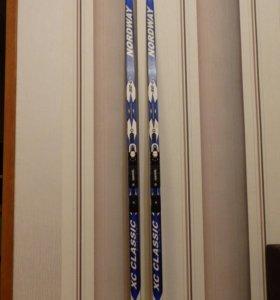 Лыжи с креплениями, палки, ботинки