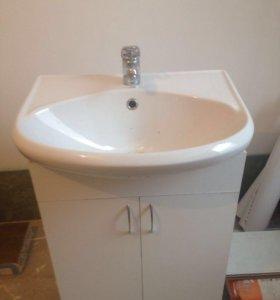 Тумбочка для ванной, смеситель и полка с зеркалом