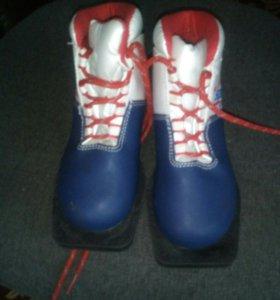 Ботинки лыжные размер 31 и 33