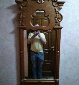 Старинное зеркало очень старое