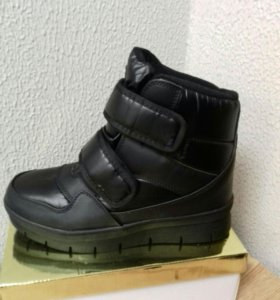 Ботинки новые 44р.