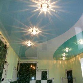 Натяжной потолок со спайкой цветов