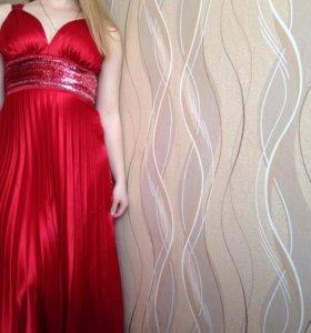 Красное шикарное платье в пол!