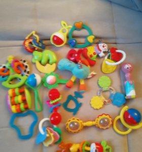 Пакет игрушек, погремушек от 2-9 мес.