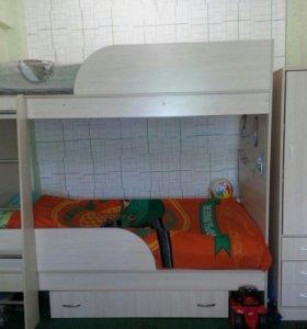 Двухьярусная кровать и пенал