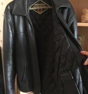Кожаная куртка мужская в отличном состоянии