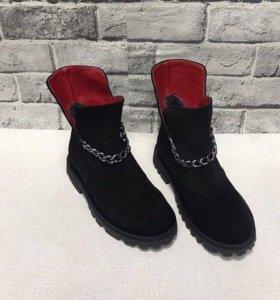 Продам новые зимние замшевые ботинки