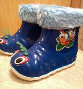 Резиновые сапожки с тёплыми носочками
