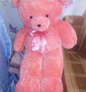 Большой розовый мишка