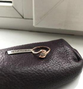 Золотое кольцо с камнем Swarovski Zirkonia,16р