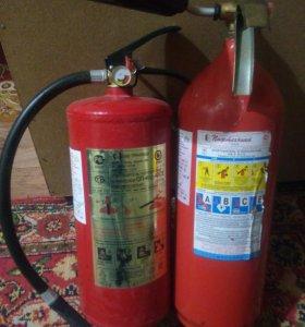 Огнетушители (порошковый и углекислотный)