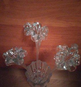 Хрустальная ваза и хрустальные цветы