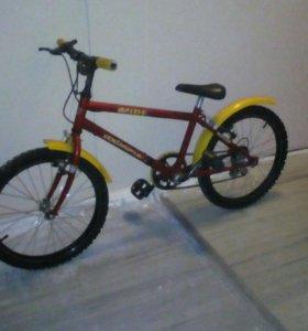 Спортивный красный  велосипед