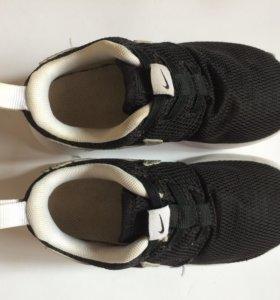 Кроссовки Nike Roshe One
