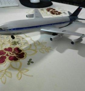 Макет самолета.