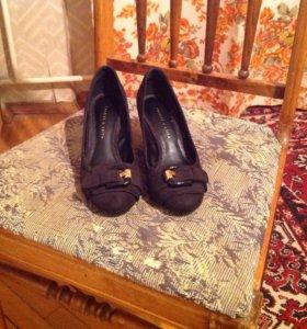 Туфли Charles & Keith натуральная замша 36 р