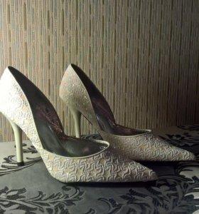 новые свадебные белые туфли