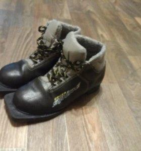 Лыжные ботинки 35р.