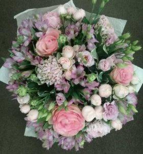 Букеты ,розы в шляпной коробке,цветы
