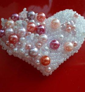 Брошь сердце из бисера