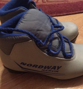 Детские лыжные ботинки р.31