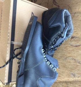 Ботинки лыжные размер 35 и46