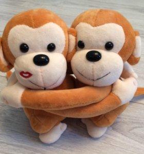 Две обезьянки