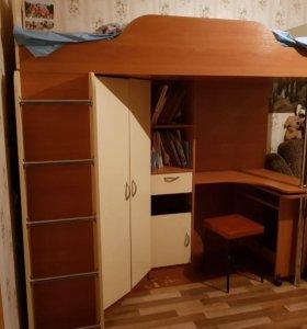 Детская кровать+шкаф+стол