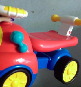 Детская машина у
