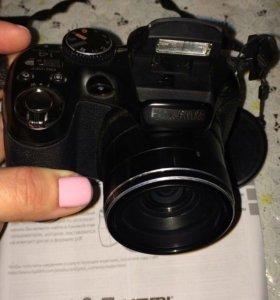 Цифровой полупрофессиональный фотоаппарат.