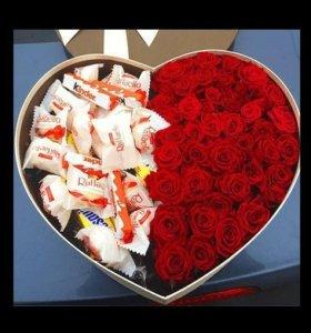 Подарочные коробки из цветов и сладостей
