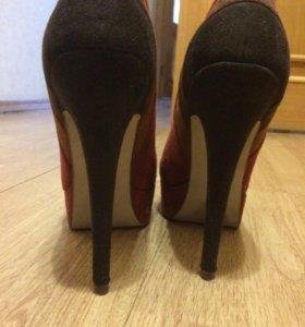 Туфли чёрные и красные